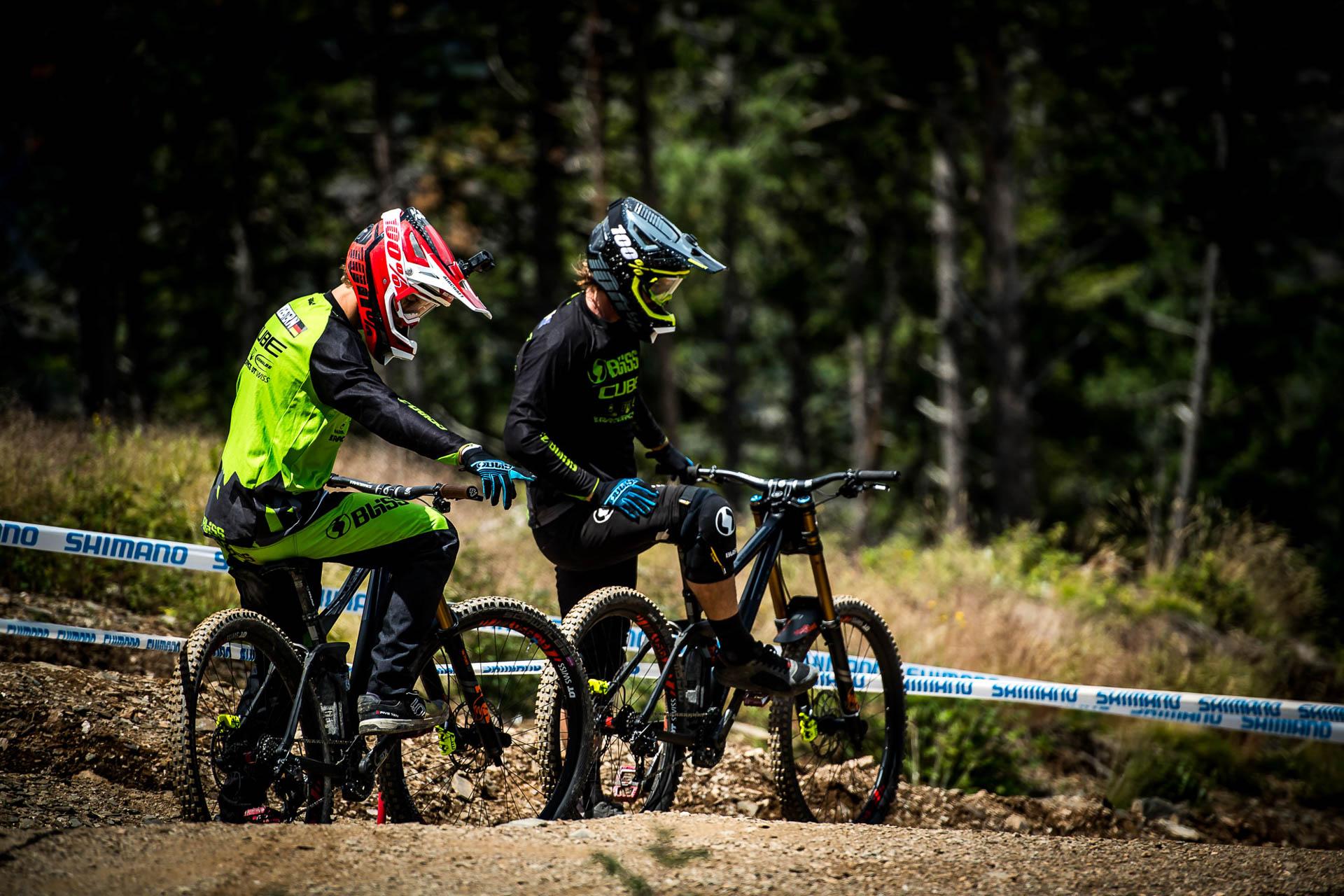 Matt Walker et Max Hartenstern cherchent la meilleur ligne.