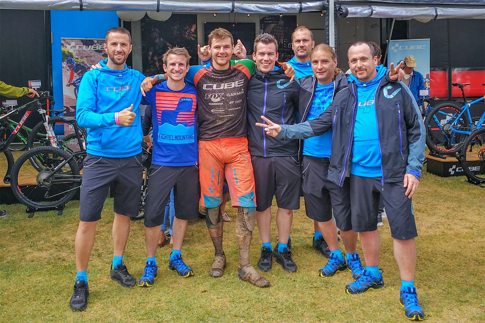 Toute l'équipe Cube Bikes France était là pour soutenir Greg Callaghan.