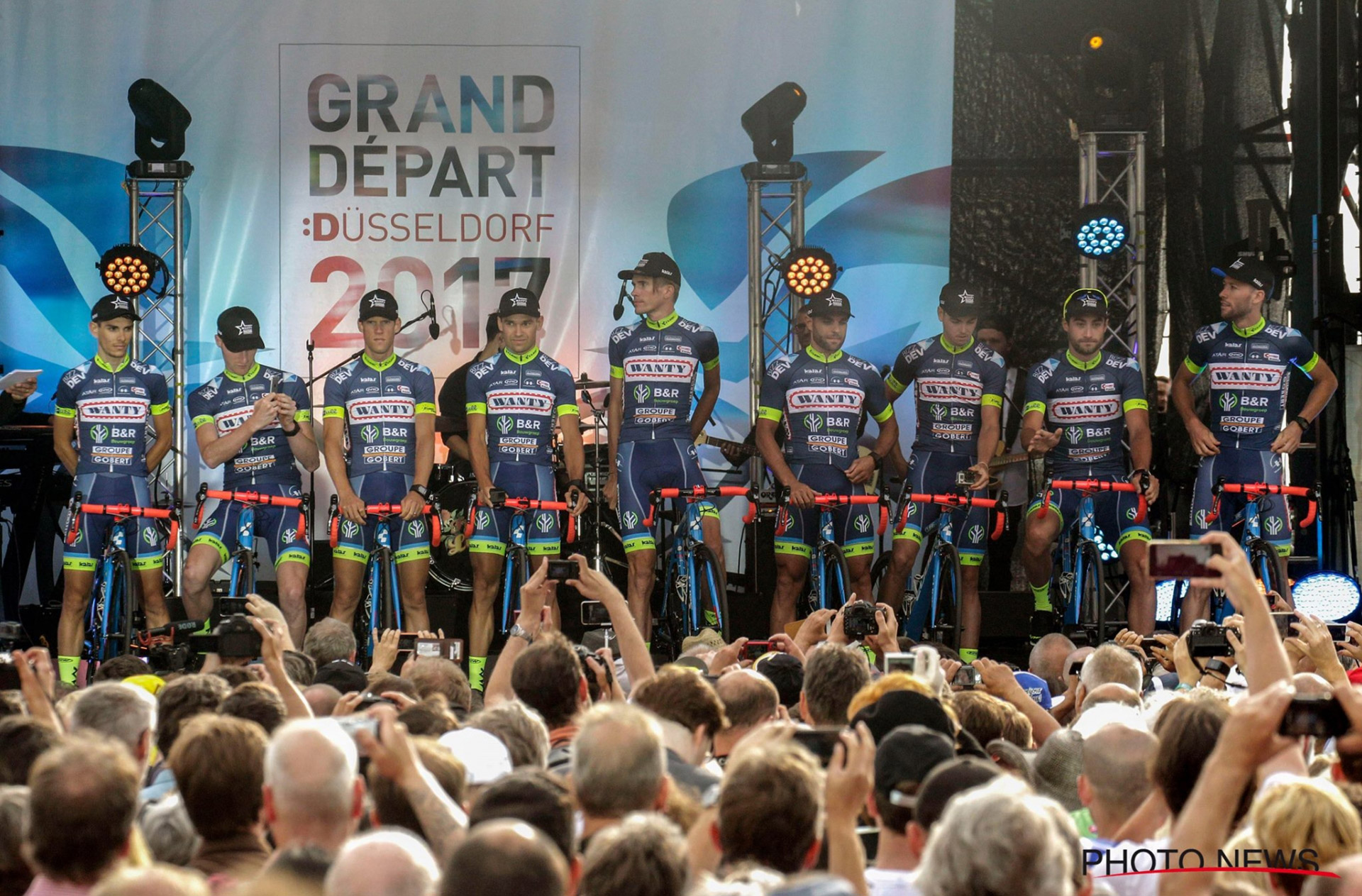 Présentation officielle des 9 coureurs de la Wanty-Groupe Gobert à Düsseldorf © Photo News