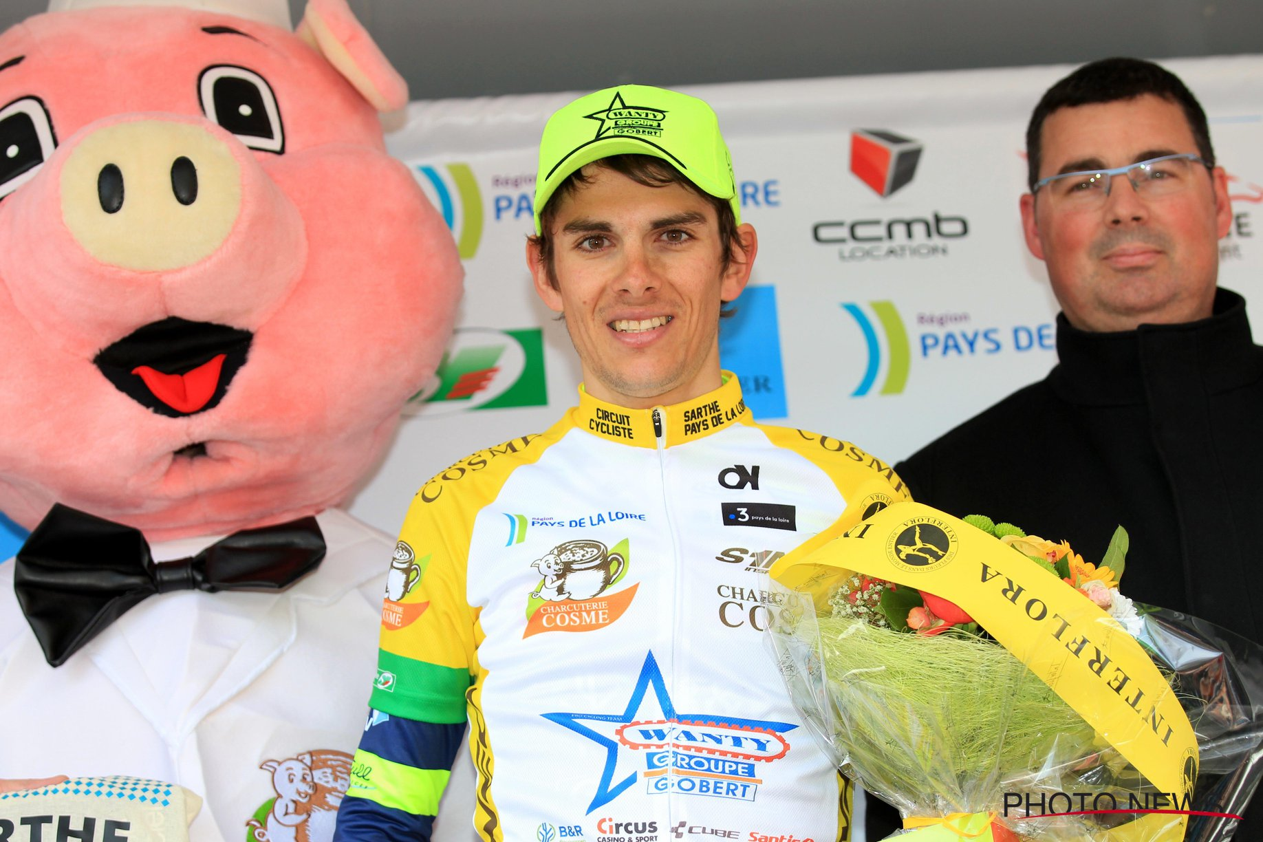 Guillaume Martin endosse le maillot jaune de leader à l'issue de la troisième étape et ne le quittera plus. © Photo News
