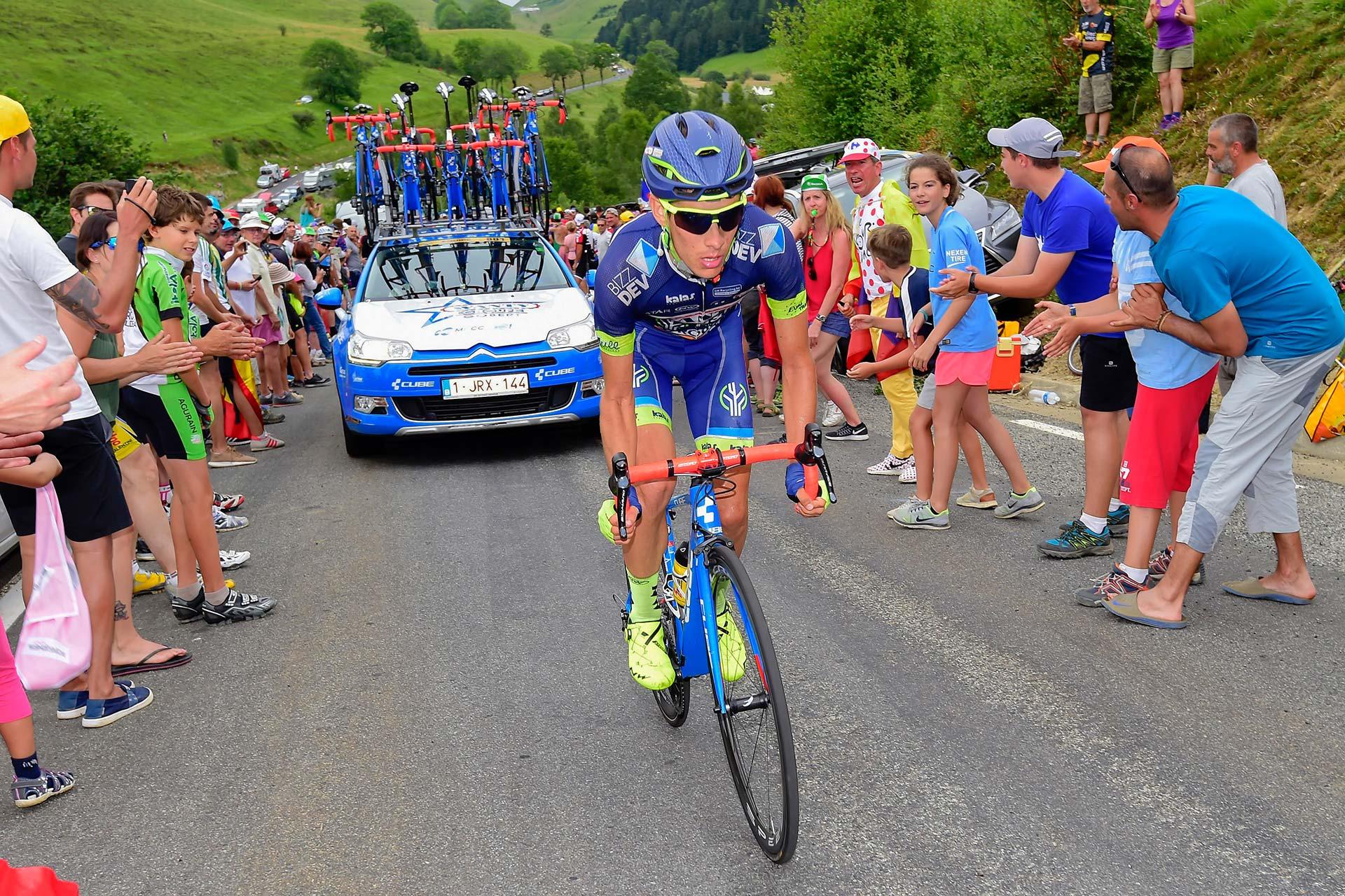 Guillaume Martin à l'attaque lors du Tour de France 2017.
