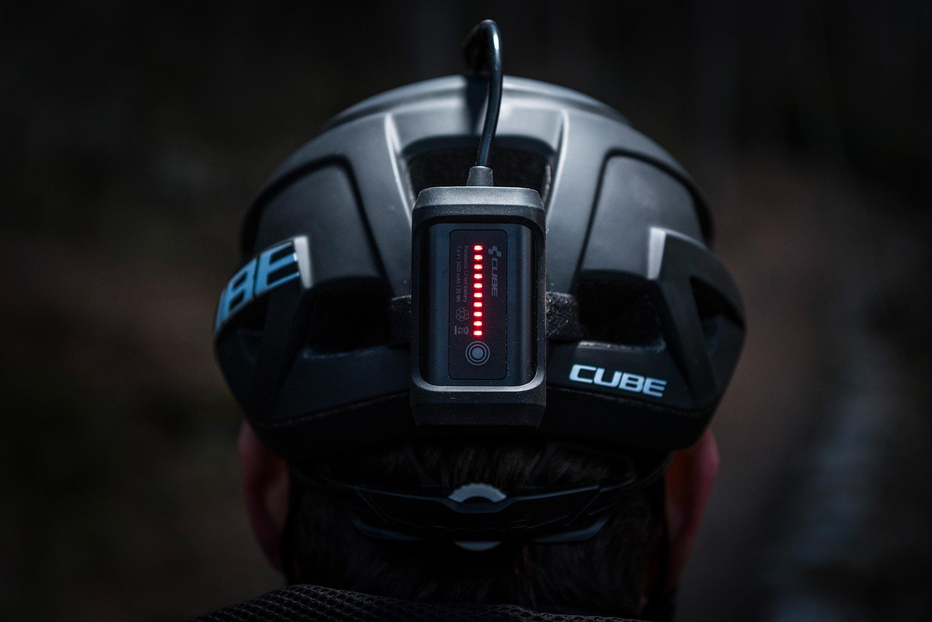 Ingénieux : l'indicateur de charge sert également d'éclairage arrière.