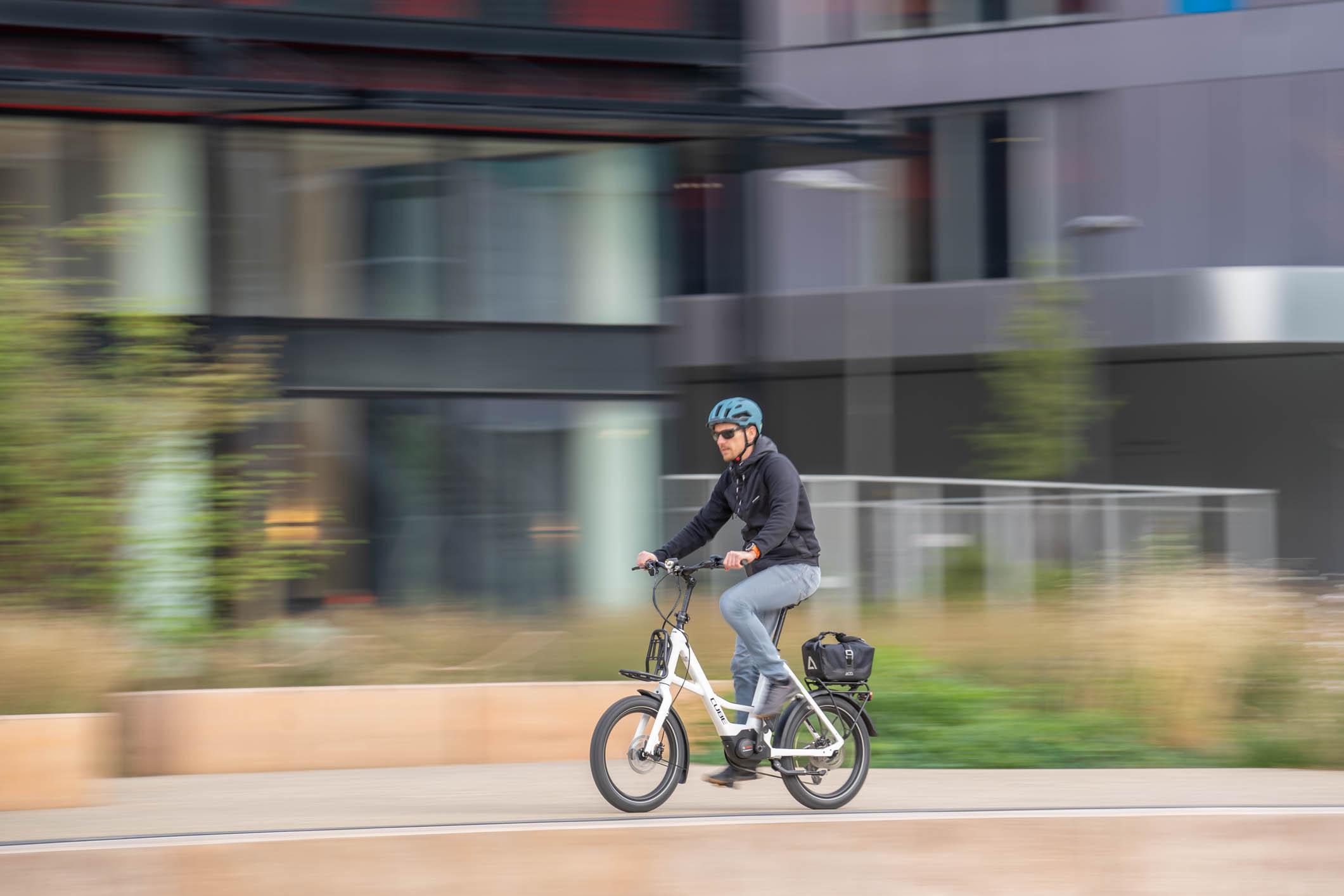 Maniable, performant et compact. Idéal pour les trajets domicile-travail (vélotaf).