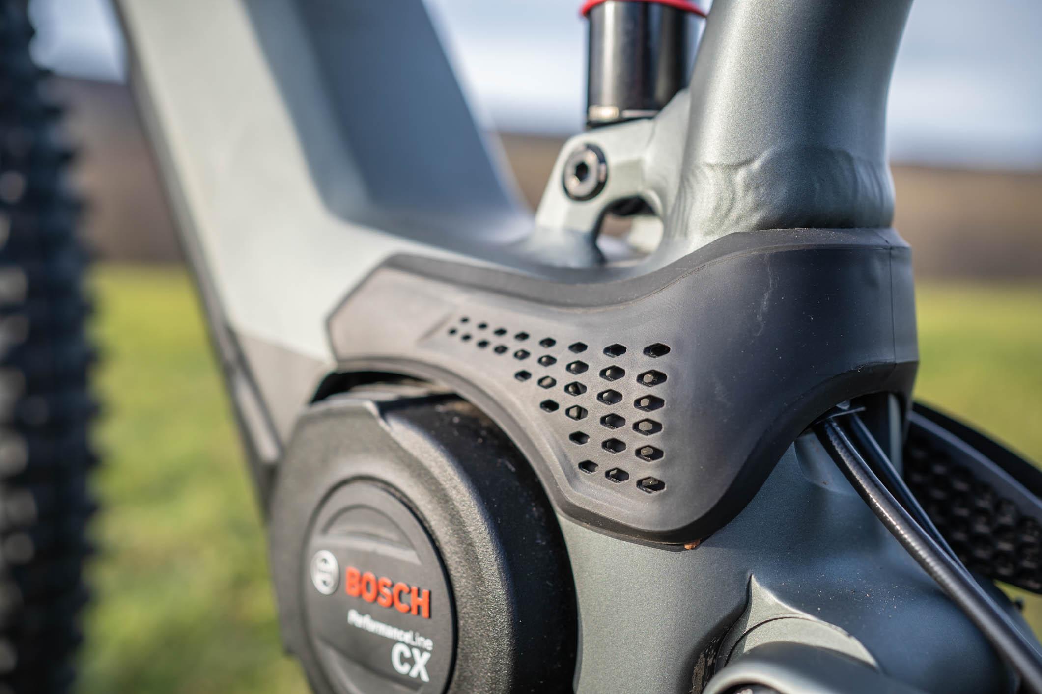 Les ouies d'aération réparties de parte et d'autre du cadre permettent de refroidir le moteur Bosch Performance CX.